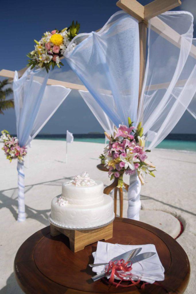 Milaidhoo Maldives wedding 2 683x1024 - Мальдивы. Свадебный сезон начался