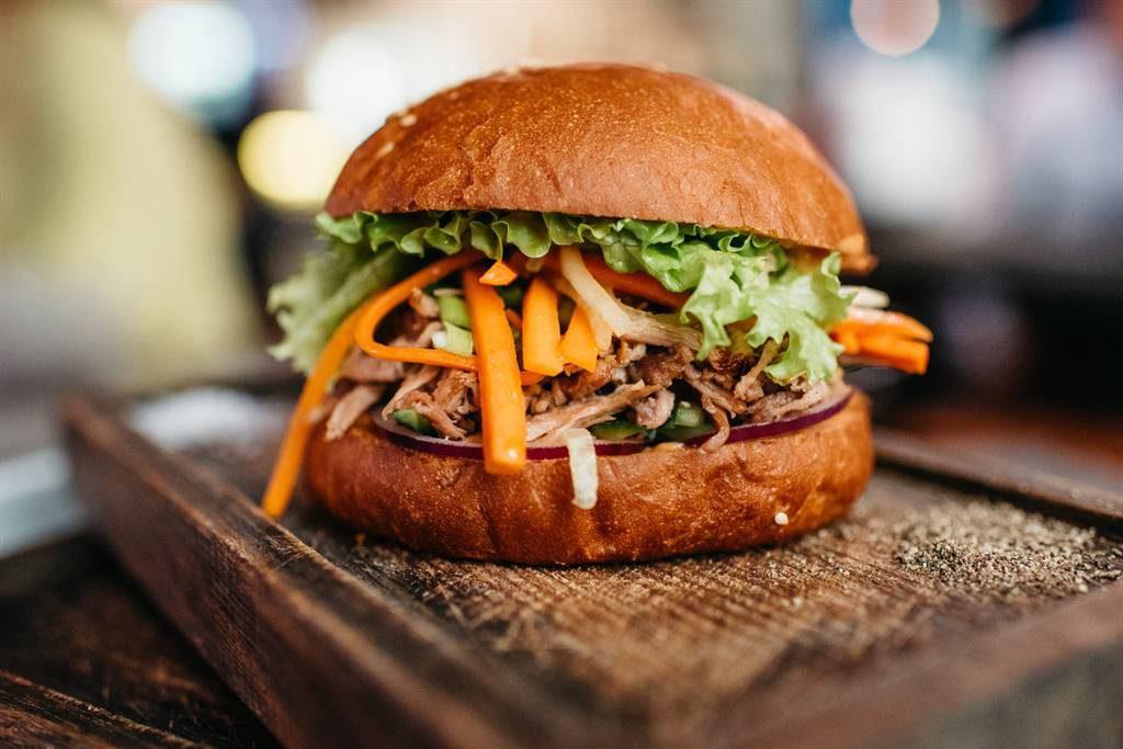 Hishhnik burger Dzheki CHan 390 rub. 1024x683 - Март. Пробуем новое