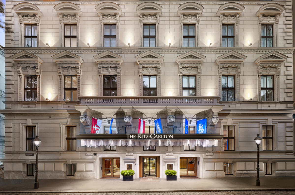 RCV Exterior 7 1 - The Ritz-Carlton Vienna. Музеи прилагаются