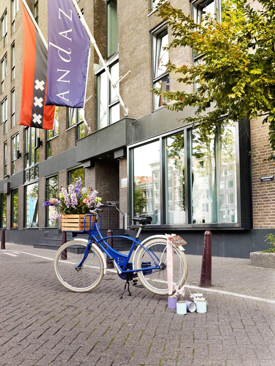 Amster velik s flagom 1 - Амстердам. Праздник непослушания