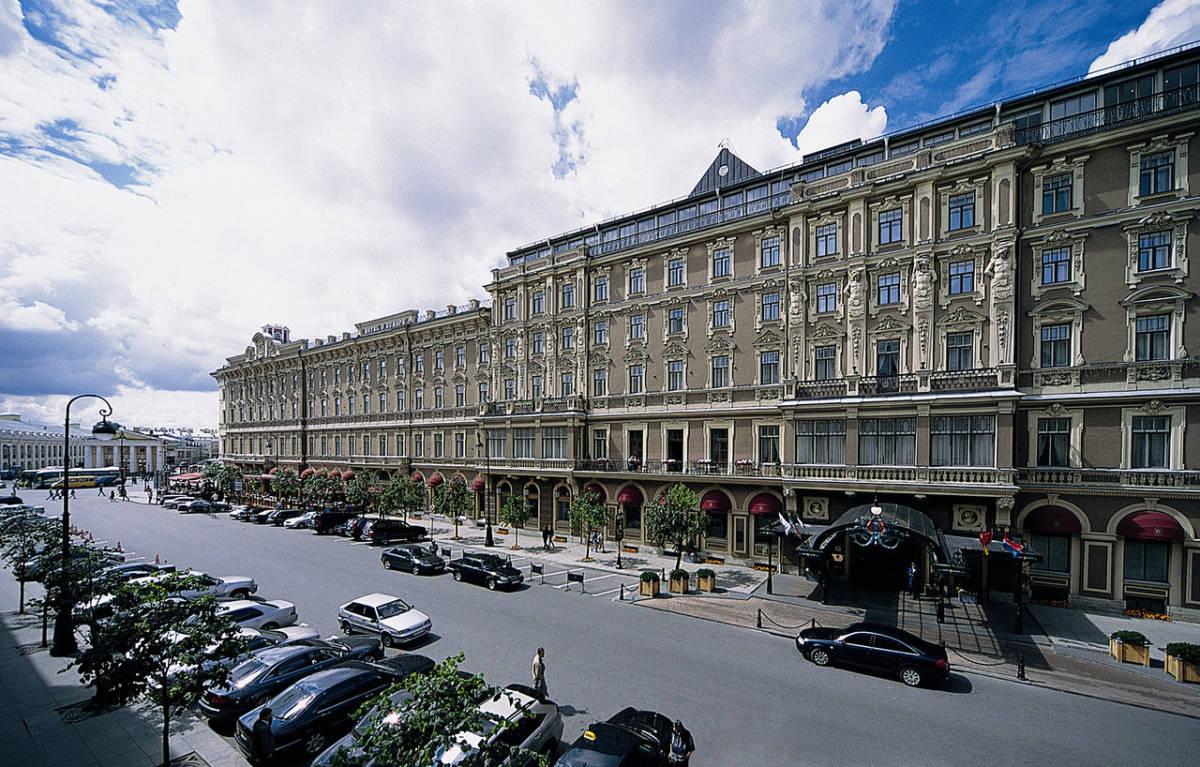 View from Mikhailovskaya street I - Гранд Отель Европа. Танцевальные вечера