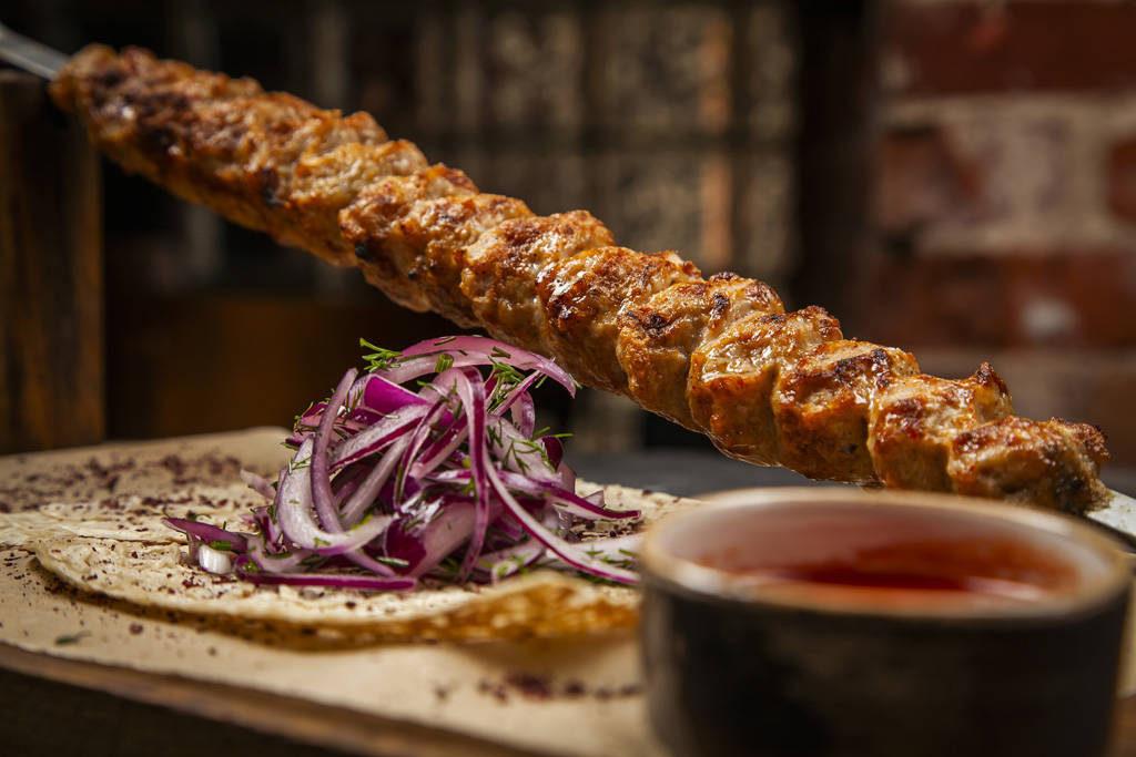 Lyulya kebab po tsarski s kuritsej i syrom 1024x683 - Повеселиться, особенно поесть