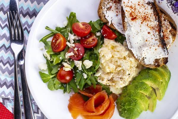 skrambl s lososem avokado i tostami 3 - Повеселиться, особенно поесть