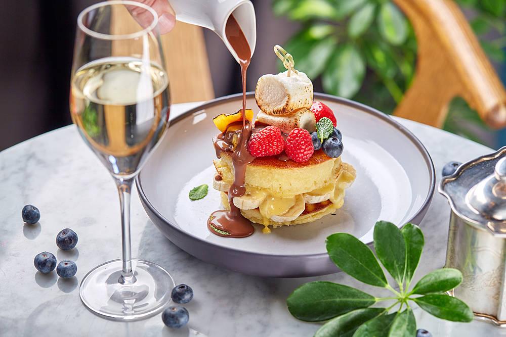 Moregrill pancakes s shokoladnym sousom i marshmelloy - Праздники в Москве. Где вкусно завтракать
