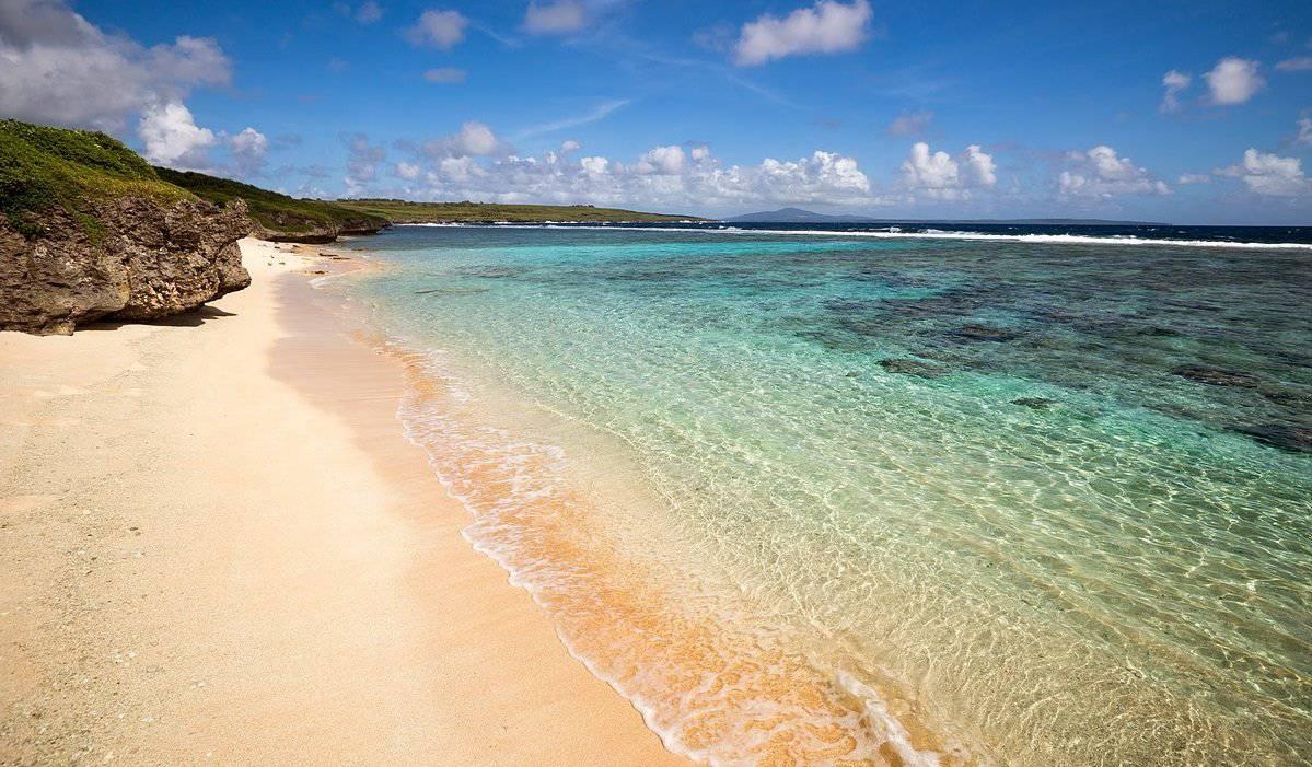 mariana islands tinian unai dankulo beach clear water orig - Северные Марианские острова. Вечное лето
