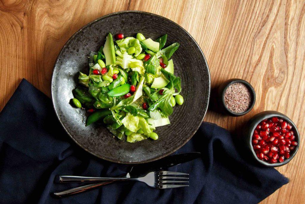 zelenyj salat s avokado i kabachkami kimchi 1024x683 - Москва. Январские открытия
