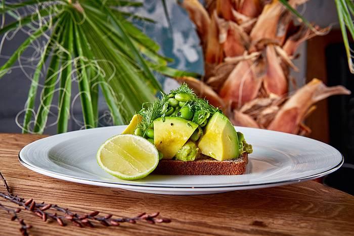 Avocado Queen Bezglutenoviy khleb avocado edamame lime zelen - Москва. Где пробовать лучшие завтраки