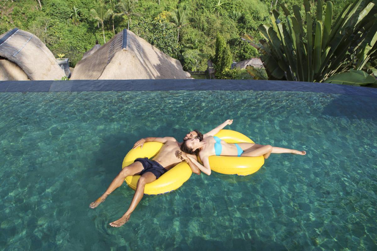 Relax by Main Pool 1 - День влюбленных. Валентинка от отелей