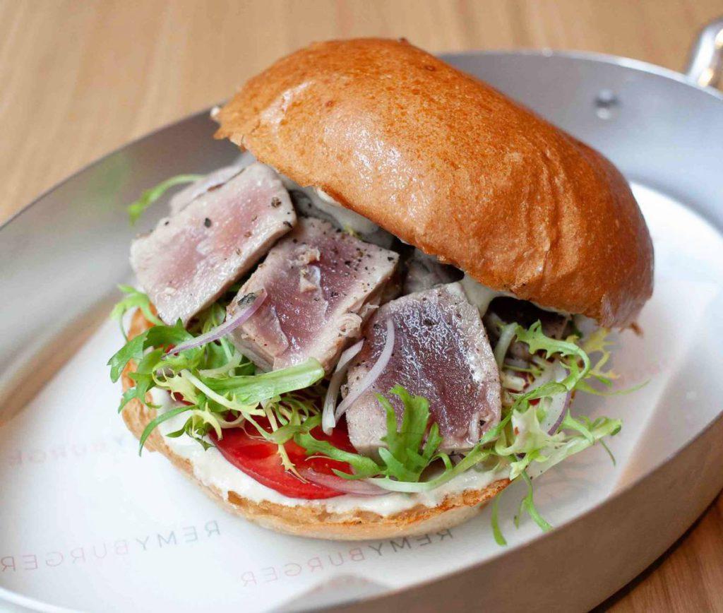 Tuna burger preview 1024x868 - Февраль. Новые рестораны Москвы