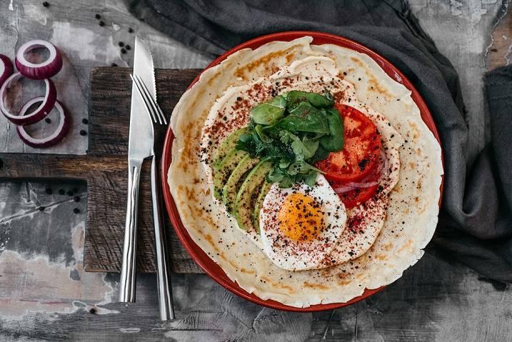 BP blin s tomatami yai tsom i avokado 320 rub. 1024x683 - Масленица-2019. Куда идти на блины