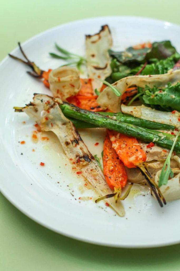 Umi ovoshchnoj salat gril  s gribnym mussom 683x1024 - Великий пост. Где пробовать правильные блюда