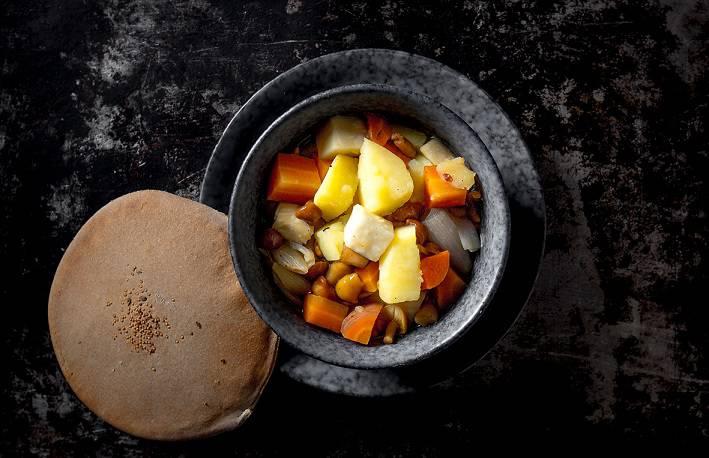 kartofel tomlenii v gorshochke s opyatami2 - Великий пост. Где пробовать правильные блюда