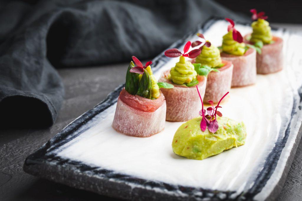 TOKYO Sashimi roll s tuncem i guakamole. 1024x683 - Москва. Летнее обновление