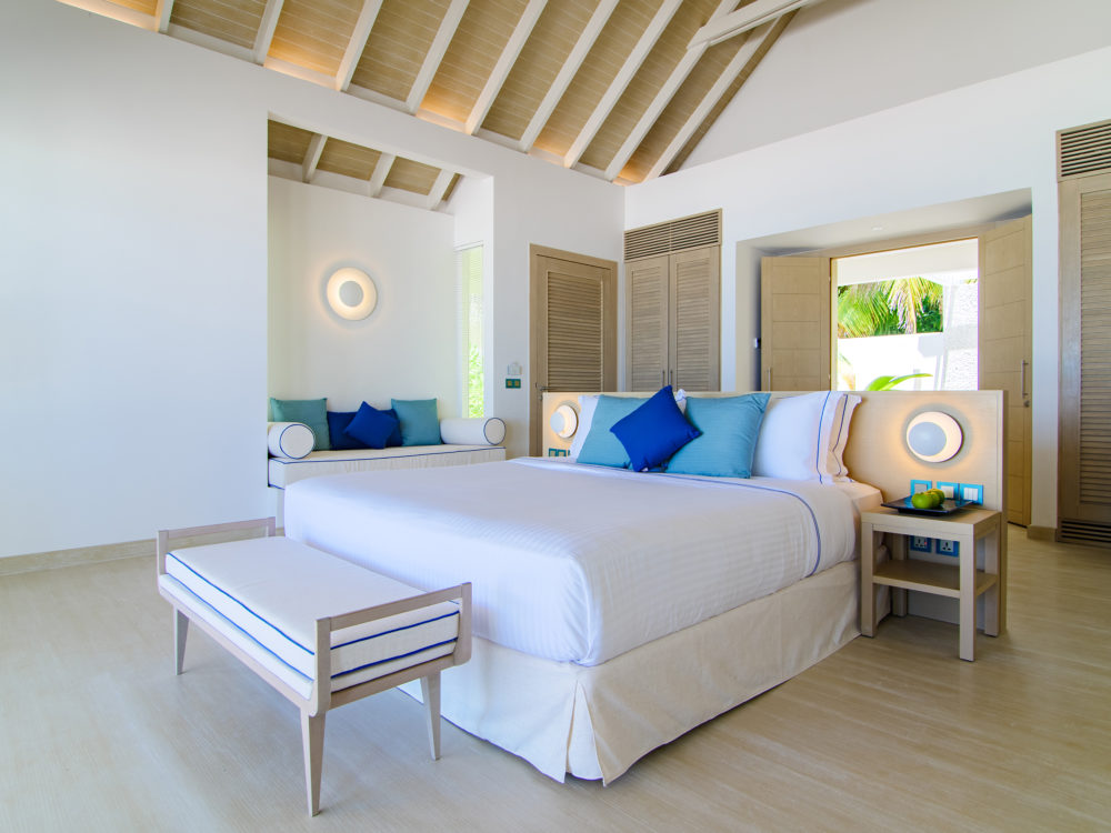 Baglioni Resort Maldives IMAGES Baglioni Resort Maldives Beach Villa Bedroom 02 e1565185653100 - Мальдивы. Открытие Baglioni Resort Maldives
