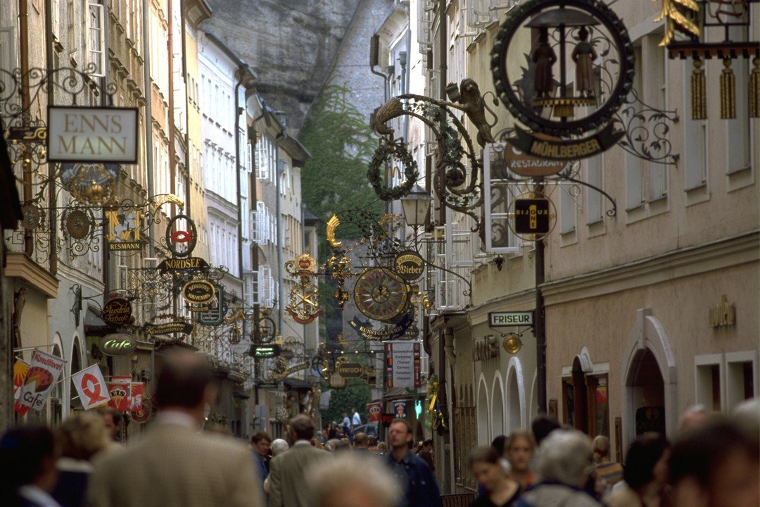 Getreidegasse - Зальцбург. Выходные в стиле барокко