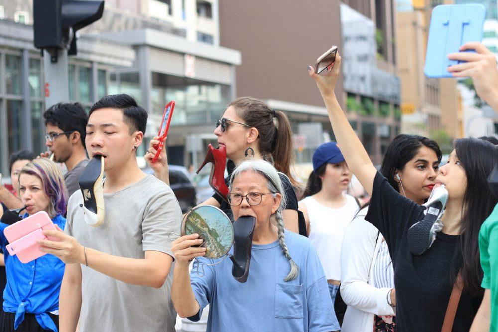Amanda Heng Lets walk e1575556926284 - Сингапур. Биеннале современного искусства