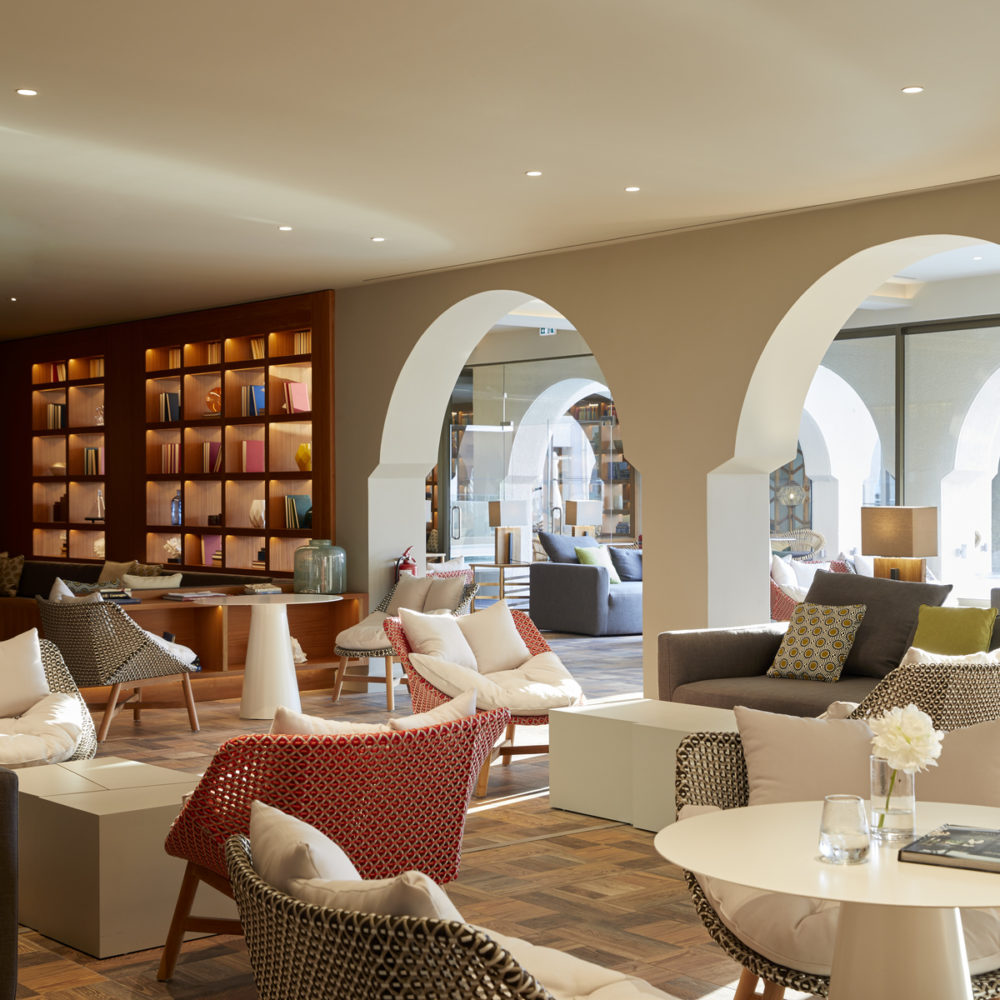 Lobby Corfu e1577222425985 - Греция. Новый отель MarBella