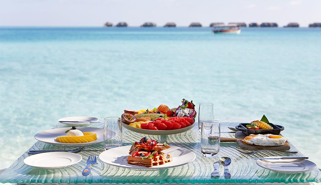 vilu breakfast 1063x614 - Conrad Maldives. Экологичный Новый год