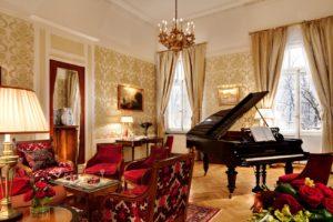 """5348024559520518 314a 300x200 - Онлайн-концерт в апартаментах """"Паваротти"""""""