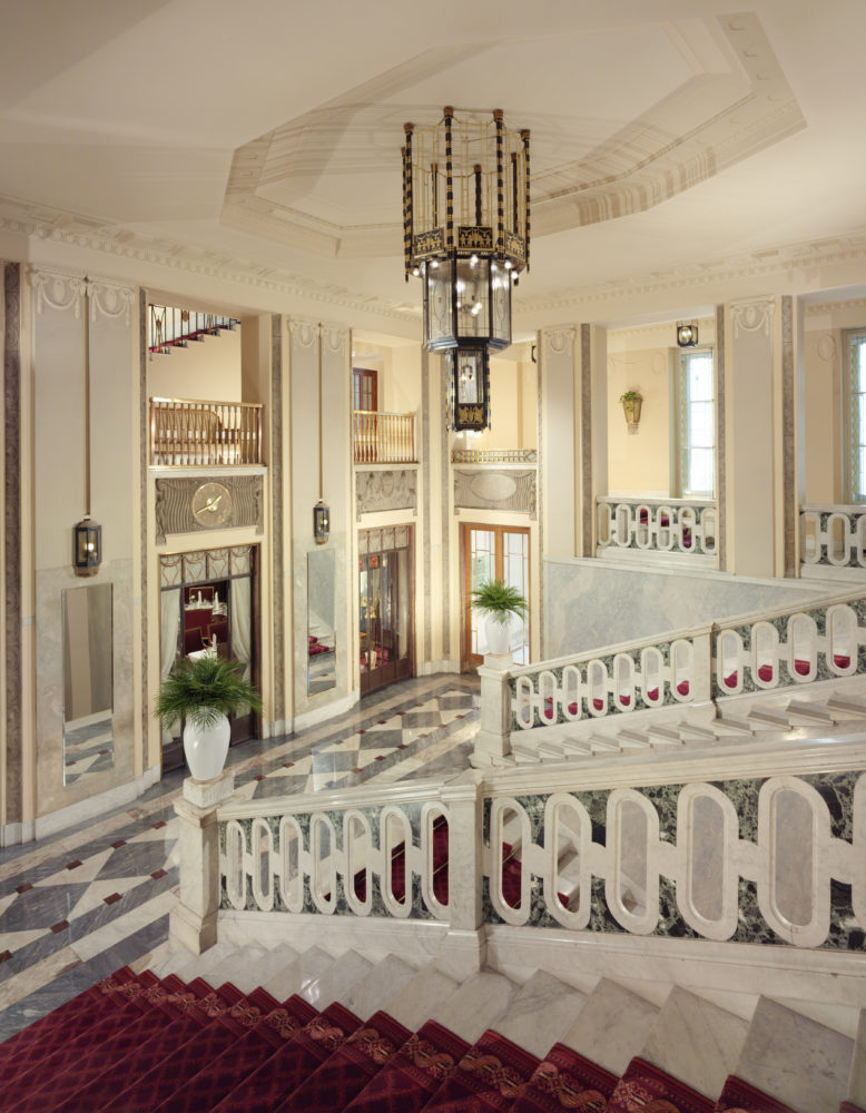 Main Staircase IV e1581605738396 - Икра. Бриллиант русской кухни