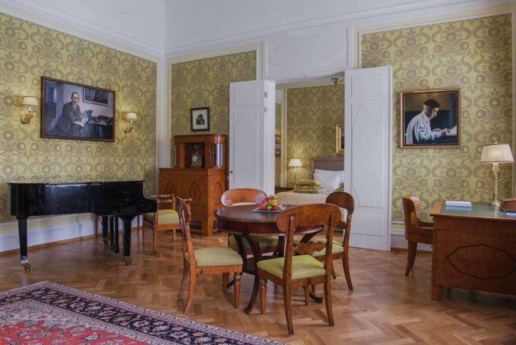 Lyuks Stravinskij 1024x684 - Петербург. Весь мир театра
