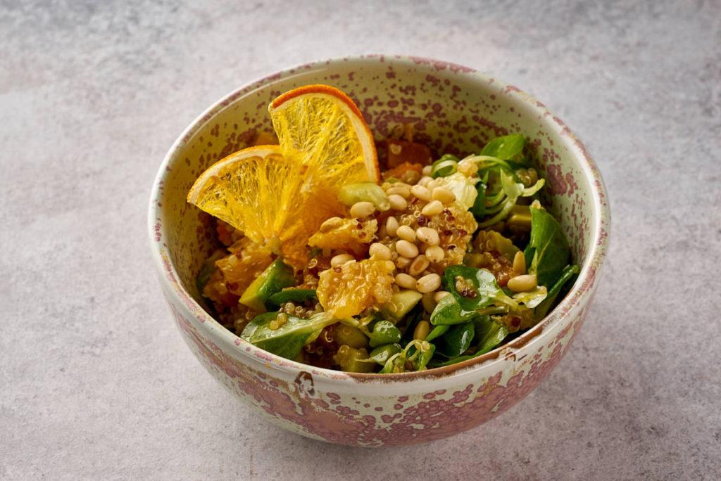 Teplyi salat s kinoa 1024x684 - Ноябрь. Осеннее меню ресторанов Москвы
