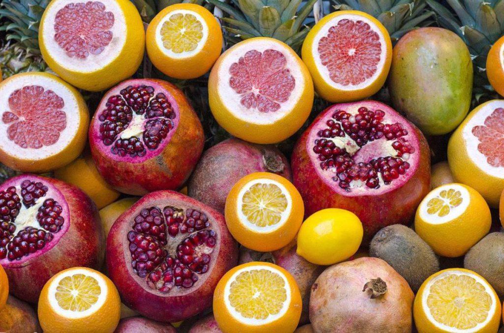 fruits 863072 1280 1024x678 - Витамины. 5 интересных фактов