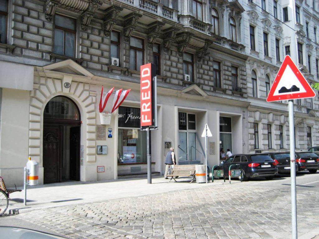 5iugjpedQmE 1024x768 - Музей Зигмунда Фрейда в Вене. Vienna Showcase