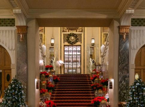 Гранд Отель Европа. Закажи ужин — получи номер