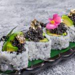 Oishii CHernoe zoloto 150x150 - Oishii - Ролл _Калифорния лосось с щучьей икрой_