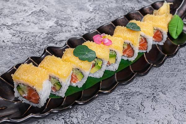 Oishii Roll  Kaliforniya losos s shhuchej ikroj  - Бранчи и сеты в московских ресторанах