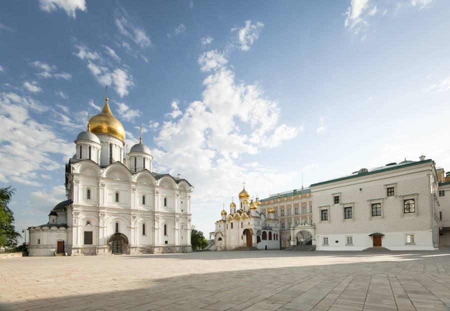 X135823 sdano - Москва. Музеи Кремля вновь открываются