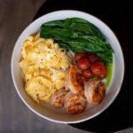 Boul omlet krevetka shpinat tomaty 150x150 - Летний перчено-томатный суп с крабовым мясом, авокадо и травами2