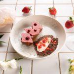 Morozhenoe iz ovechego moloka romovyj biskvit tartar iz klubniki 150x150 - milano
