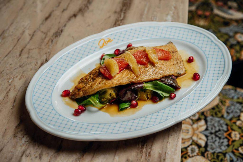 Zoe Teplyi salat s makrelyu 480rub 1024x684 - Ставка на доставку. Что заказать в ресторанах Москвы