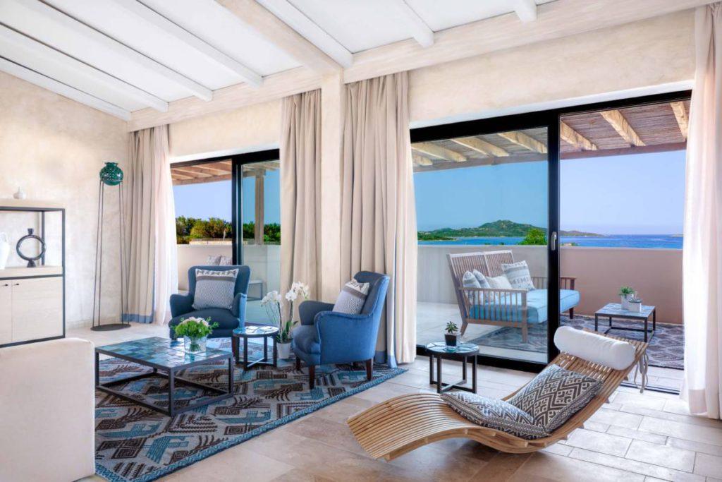 Baglioni Resort Sardinia Maddalena Suite Living Room credits Barbara Pau 1024x683 - Baglioni Resort Sardinia. Сделано в Италии