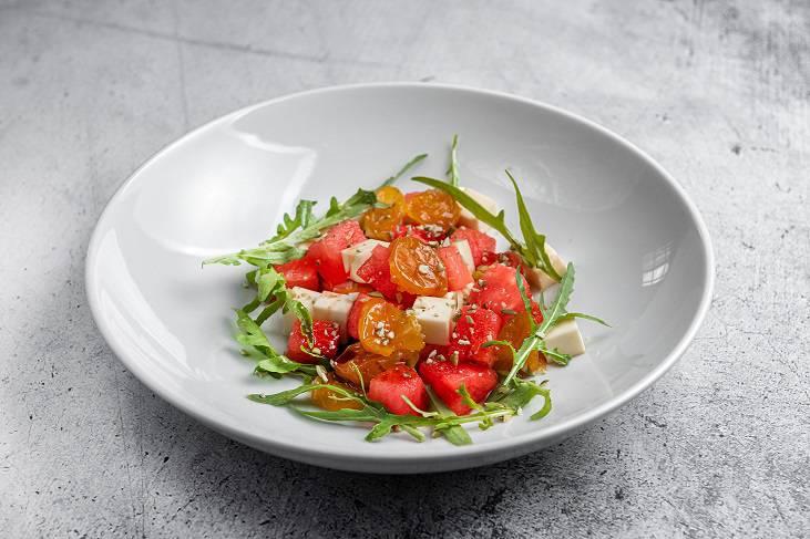 Salat s alychej syrom i arbuzom 4 - Август. Что нового в ресторанах
