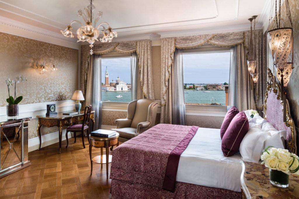 3 Baglioni Hotel Luna Venezia Junior Suite Lagoon View Bedroom 1 1024x683 - Baglioni Hotel Luna. Рестайлинг по-итальянски