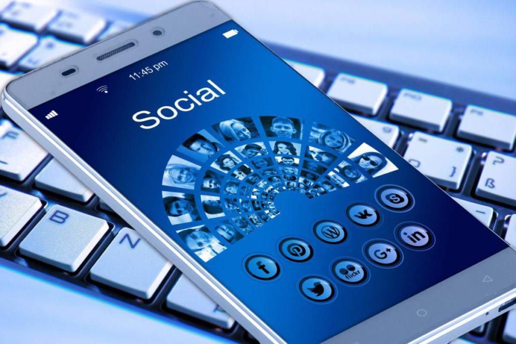mobile phone 1917737 1536x1024 1024x683 - Антиоксиданты. Названа диета для хорошего зрения